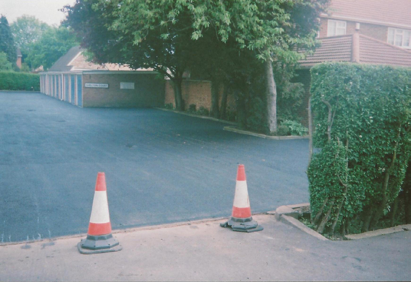 Tarmac surfacing
